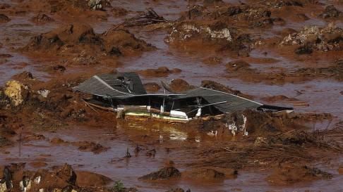 size_810_16_9_casa-soterrada-por-lama-apos-barragem-romper-em-minas-gerais
