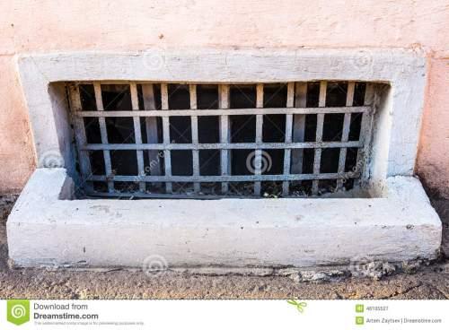 janela-velha-do-porc3a3o-46105527
