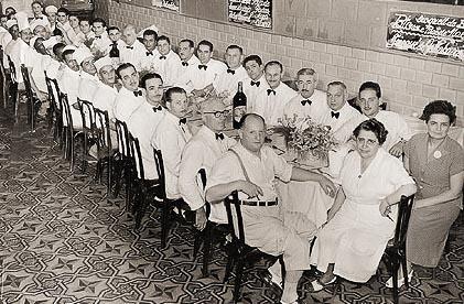 ernest-e-martha-mehler-juntamente-com-sua-equipe-restaurante-ernesto-1949-111