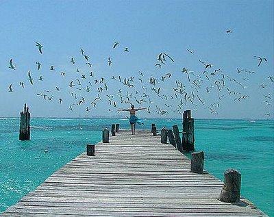 mulher-correndo-mar